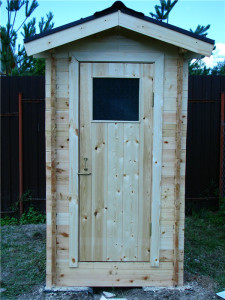 Placing toilet in the garden area, the construction of toilets at their summer cottage, build a wooden toilet area