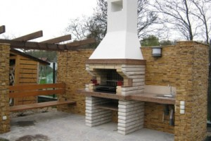 Photos brick barbecues with smokehouse. The design, how to do