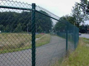 Metal mesh-netting for fencing section