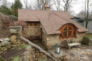 How to build a summer house in the garden, photo