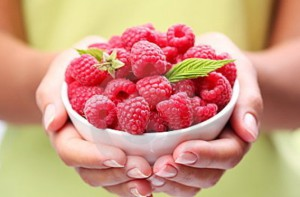 Top dressing fertilizer raspberries, photo